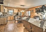 Location vacances Roanoke - Stylish Creekside Cabin with Fire Pit Near Wineries!-4