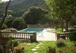 Demeure traditionnelle en pierre avec piscine