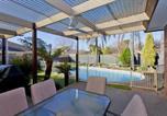 Location vacances Albury - Relax on Regina - Pool Oasis-4