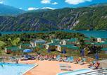 Camping en Bord de lac Alpes-de-Haute-Provence - Domaine Résidentiel de Plein Air Les Berges du Lac-1