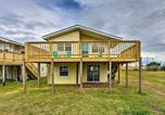 Location vacances Harkers Island - Pet Friendly Oceanside Atlantic Beach Home with Deck-1
