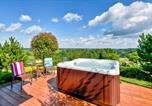 Location vacances Zagrebačka - Stunning home in Bedenica w/ Outdoor swimming pool, Jacuzzi and Sauna-2