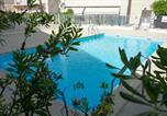 Location vacances Mandelieu-la-Napoule - Terrace and pool in Mandelieu-4