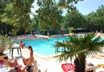 Camping avec Piscine couverte / chauffée Luc-en-Diois - Domaine des Chênes Blancs-1