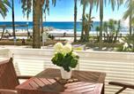 Location vacances  Province de Barcelone - Sitges Seafront Ribera Apartment-1