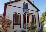 Location vacances Ocquerre - The White & Red House-1