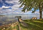Location vacances Saint-Ignace - Cozy Alanson Cottage - Steps to Dock on Burt Lake!-3