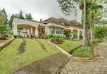 Hôtel Pacet - Oyo 90080 Villa Lotus E06 Syariah-4