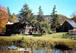Location vacances Springfield - Chester Farmhouse on 100 Acres, 15 Min to Okemo!-1