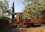Location vacances Peyrolles-en-Provence - Roulotte aux Peupliers-1