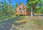 Location vacances Medford - Bright Klamath Falls Cabin with Deck and Mtn Views!-1