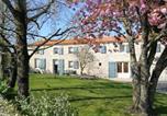 Hôtel Yzernay - Le Chiron de la Roche-1