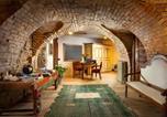 Location vacances Castiglione Tinella - Borgese Camere e Suites-1