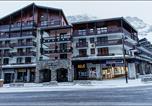 Location vacances Val-d'Isère - Appartements Les Andes-1