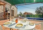 Location vacances Campllong - Three-Bedroom Holiday Home in Santa Pellaia-3
