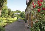 Location vacances Rochefort-en-Terre - Four-Bedroom Holiday home Peillac with a Fireplace 01-4