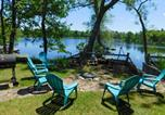 Location vacances Green Lake - Waterfront Chain O Lakes Cabin with Boat Dock!-2