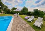 Location vacances Città di Castello - Spacious Farmhouse in Citta di Castello with Pool-4