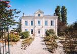 Location vacances Vayres - Clos des Maurins Gîte de Charme au cœur des vignes-1