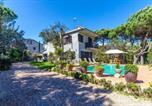 Location vacances Sant Andreu Salou - Vidreres Villa Sleeps 10 Pool Wifi-2