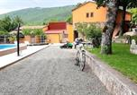 Location vacances Ružić - Guest house with swimming pool on Iso farm-1