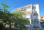 Location vacances Primorsko-Goranska - Apartments with a parking space Banjol, Rab - 11381-1