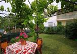 Location vacances  Province de Pesaro et Urbino - Holiday home Via Roma - 2-1