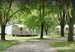 Camping avec Site nature Montbarrey - Camping les Radeliers Woka Loisirs-1