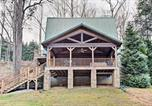 Location vacances Spartanburg - Cabin with Game Room and Hot Tub Mins to Hendersonville-1