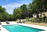 Location vacances Blauvac - House with 2 bedrooms in Venasque with wonderful mountain view shared pool furnished garden 90 km from the beach-1