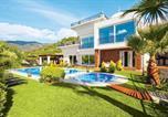 Location vacances Cómpeta - Canillas de Albaida Villa Sleeps 10 Air Con Wifi-1