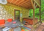 Location vacances Bryson City - Bryson City Cabin with Private Hot Tub and Pool Table!-2