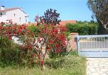 Location vacances Saint-Cyprien - Four-Bedroom Holiday home in Rue Charles Baudelaire-3