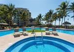 Location vacances Puerto Vallarta - Beachfront 3br, spacious balcony, Playa Royale 2409-2