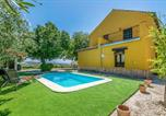 Location vacances Montilla - Nice home in Montilla with Outdoor swimming pool and 3 Bedrooms-1