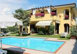 Location vacances Vénétie - Nicely decorated modern house with swimming pool near Lazise-1
