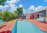 Location vacances Hollywood - Elegant House with Pool & Tropical Backyard-1