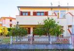 Location vacances  Province de Livourne - Appartamenti Family & Beach - Marina di Campo-1
