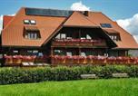 Location vacances Hinterzarten - Hotel Sonne Garni-1