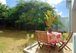 Location vacances  Martinique - Studio in Sainteanne with shared pool enclosed garden and Wifi-2