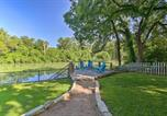 Location vacances Gonzales - Seguin Retreat with Canoes on Guadalupe River!-3