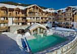 Location vacances Cesana Torinese - Residence Club Mmv Le Hameau des Airelles-1