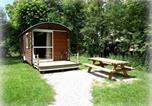 Location vacances Brey-et-Maison-du-Bois - Roulottes Gîtes - Auberge de la Rivière - Room service disponible-1