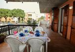 Location vacances Peschiera del Garda - Peschiera del Garda Apartment Sleeps 5 Air Con-1