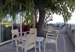 Location vacances Pineto - Room in Bb - Bright quadruple room a stones throw from the sea-4