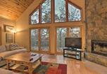 Location vacances Waynesboro - Wintergreen Resort Cabin with 2 Decks and Hot Tub-1