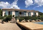 Location vacances  Corse du Sud - Belle villa avec piscine chauffée sur un magnifique jardin arborée dans le maquis-3