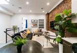 Location vacances Brooklyn - Stayloom's Charming Designer Space | near A/C/J-1