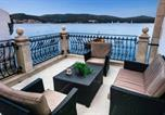 Location vacances Vis - Seafront Apartment For4-1