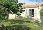 Location vacances Poitou-Charentes - Holiday Home Les Coquelicots - Ido209-1